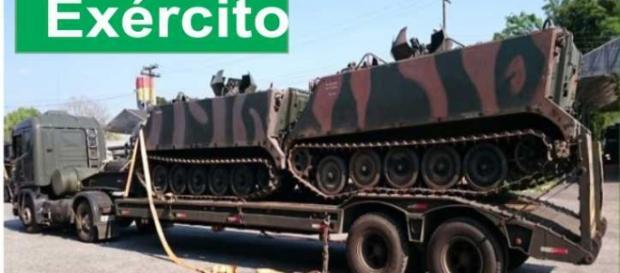 Desembarque de equipamentos militares em Brasília