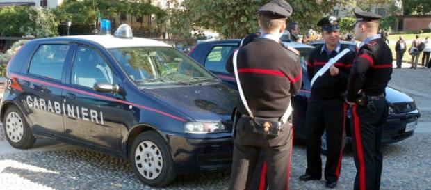 Una pattuglia dei carabinieri fuori al Tribunale