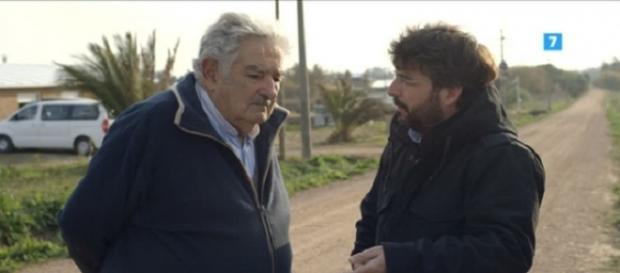 José Mujica con Jordi Évole durante la entrevista.