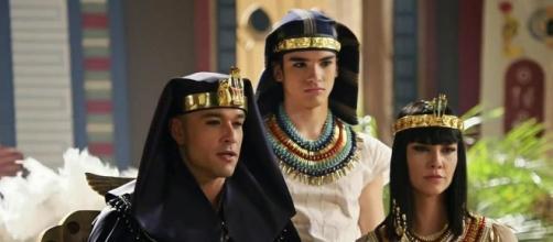 Faraó Ramsés II e seu filho, morto na Décima Praga