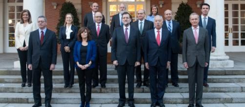 Rajoy acompañado de los altos cargos.