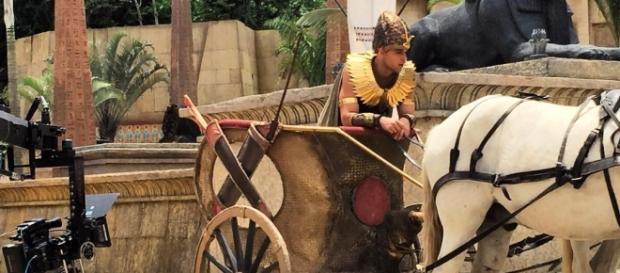 Ramsés parte para capturar os hebreus