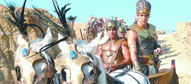 Ramsés persegue o povo Hebreu até o mar vermelho