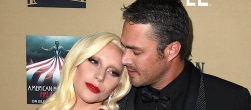 Lady Gaga se envolve em romance bissexual