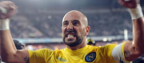 Napoli Midtjylland Pepe Reina raccattapalle