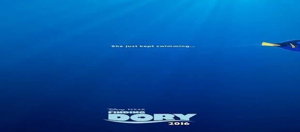 'Ella siguió nadando' es el mensaje del póster