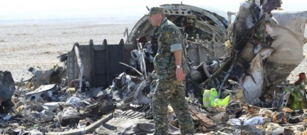 I resti dell'aereo russo precipitato sul Sinai