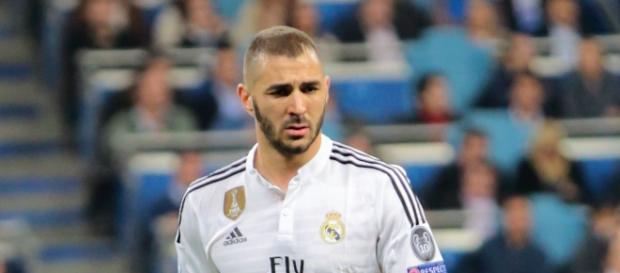 Karim Benzema durante un partido con el R.Madrid