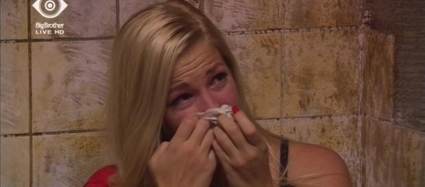 Natascha weint, weil sie angeschrien wurde.