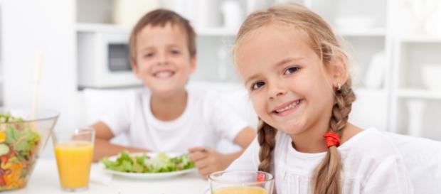 Niños con buenos hábitos de alimentación