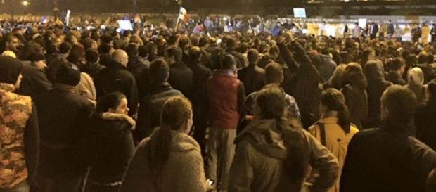 România s-a trezit şi curge, în valuri, pe străzi