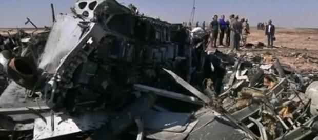 Trozos del avión siniestrado en el Sinaí