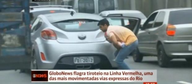 Homem protege bebê durante tiroteio no Rio