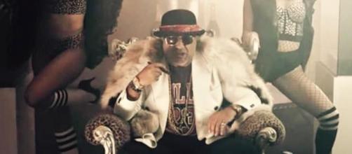 La libidine di Jerry Calà nel suo video musicale