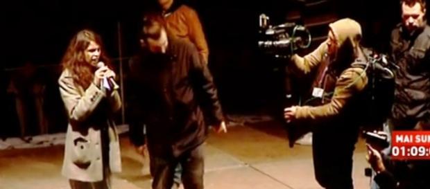O tânără a avut curajul să urce pe scenă