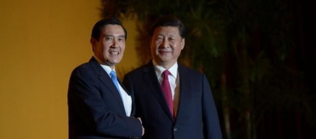 Prezydenci Chin i Tajwanu(AFP Photo/Mohd Rasfan)