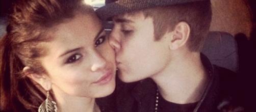 Selena Gomez continua a ser um pilar para Justin.
