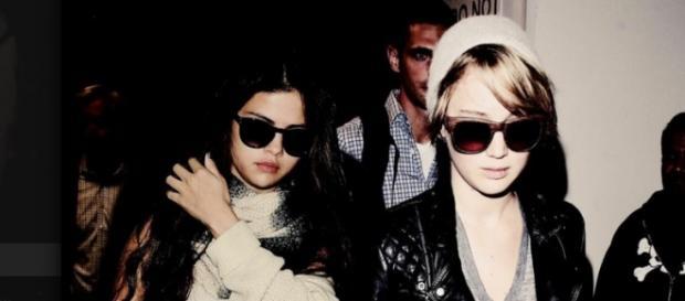 Selena Gomez und Jennifer Lawrence.