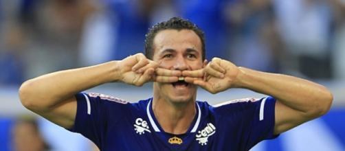 Leandro Damião fez o gol da vitória para celeste.