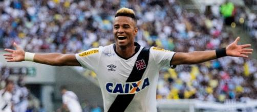 Rafael Silva fez o primeiro gol do Vasco.