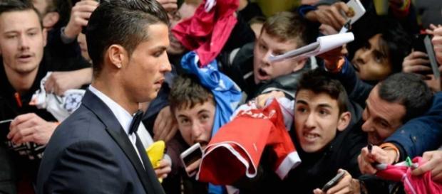 Cristiano Ronaldo quer se mostras aos fãs.