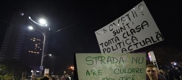 Proteste. Surse foto: epitesti.ro si protv.ro