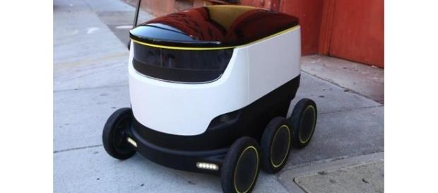 The delivery robot runs on the sideways.