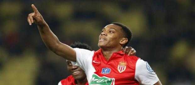 Almamy Touré celebra un gol con el Mónaco
