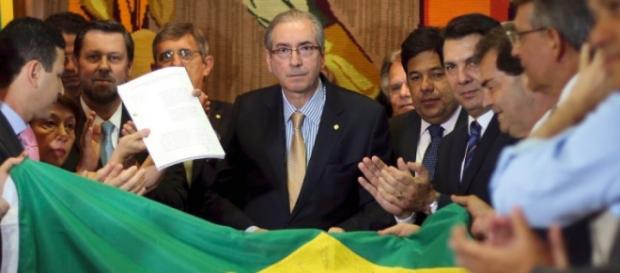 Cunha está com o futuro de Dilma em suas mãos