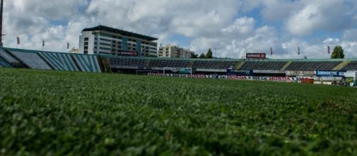 Estádio do Bonfim recebe esta noite o Benfica.
