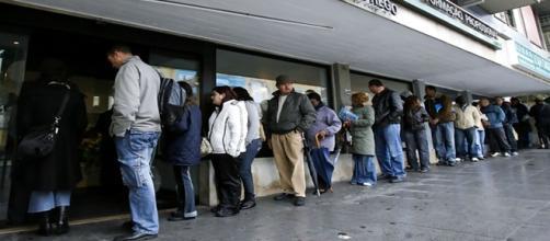 Pessoas cada vez mais buscam emprego no Brasil