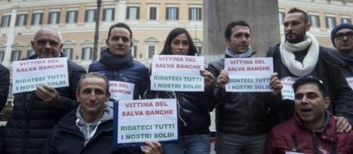 Risparmiatori protestano contro il Salva banche