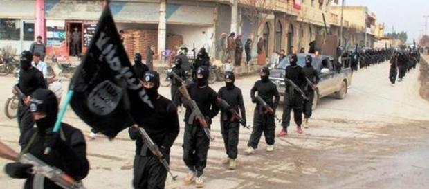 Una parata dei militanti dell'Isis