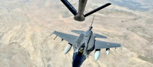 Aviões invasores turcos em espaço aéreo da Grécia