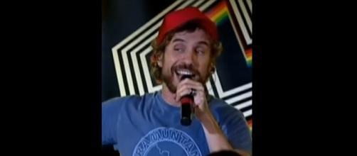 El cantante Macaco durante un concierto