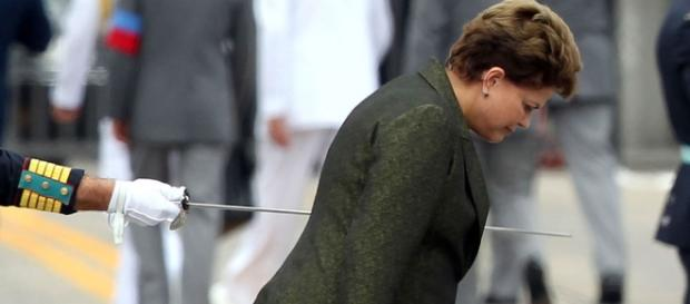 "Dilma sendo ""tranpassada"" por espada na AMAN"