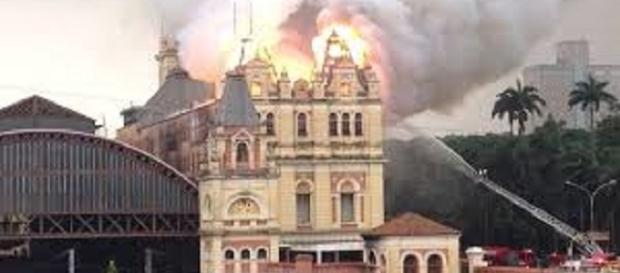 Fogo destrói Museu Língua Portuguesa