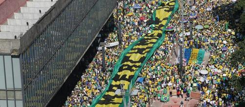 Protesto pede o impeachment de Dilma