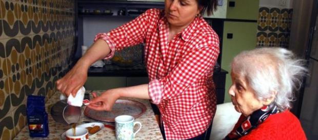 Badantele românce suportă și jigniri