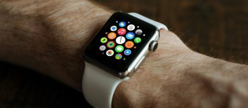 Apple Watch vs Samsung Gear S2: i prezzi