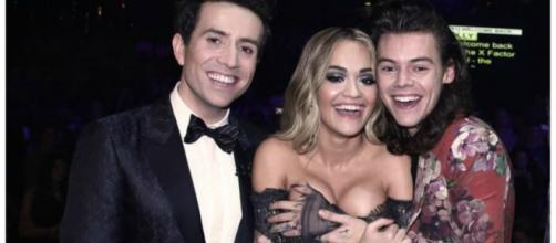 Rita Ora e Harry Styles ficaram grudados