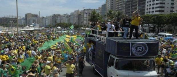 Brasileiros mais uma vez foram às ruas
