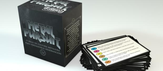 O jogo é composto por 300 cartas de questões.
