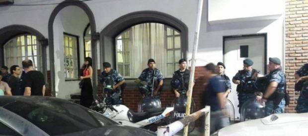 Policía bonaerense actuando en el lugar
