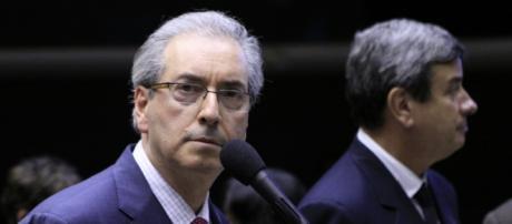 Casas em Brasília e RJ amanheceram cercadas
