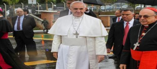 El papa Francisco con cardenales y obispos. Flickr
