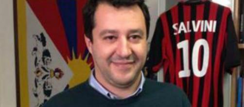 Salvini con la maglia del Milan