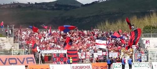 Tifosi della Casertana a sostenere la squadra