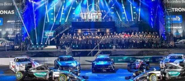 El equipo Mercedes Benz AMG Motorsport al completo