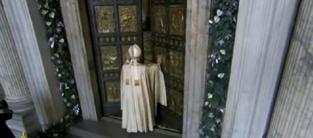 Francisco abre las Puertas Santas